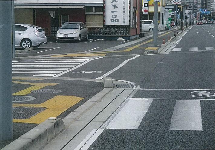 【岡山】ロードバイクの男性がハマった幅2センチの「道路の溝」岡山市に約30キロ  議員「なぜ放置したままなのか?」   ★2 YouTube動画>2本 ->画像>54枚
