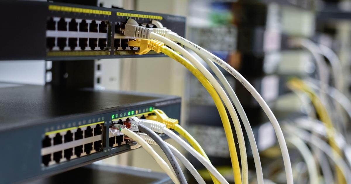 クラウドを導入したらネット回線が大混雑、そんな時役立つルーターの「あの機能」