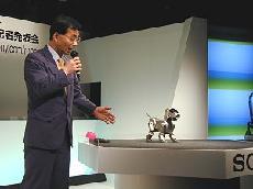 ソニー,犬型のエンタテインメント・ロボットを25万円で発売 | 日経 ...