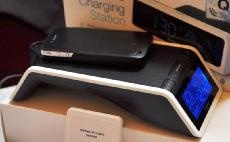 図1 「Time and Wireless Charging Station+」