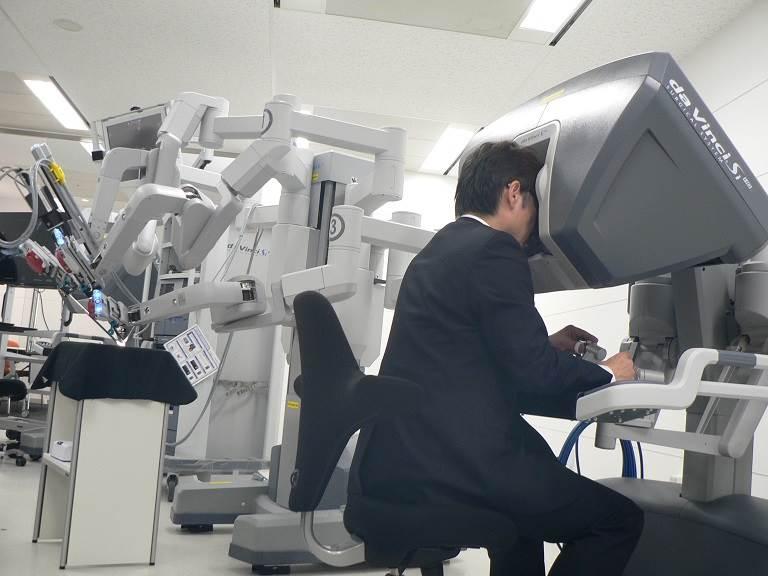 第3世代の「da Vinci Si Surgical System」。これに続く第4世代モデルを国内発売する