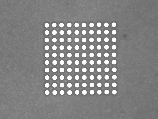 図1 ⌀0.02mmの微細穴加工の事例