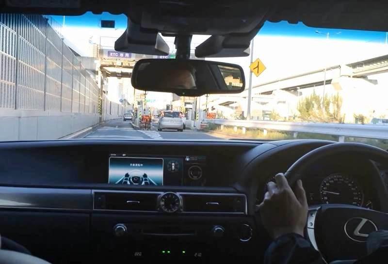 トヨタ、自動車専用道路での自動運転をほぼ実現 - 日経テクノロジーオンライン