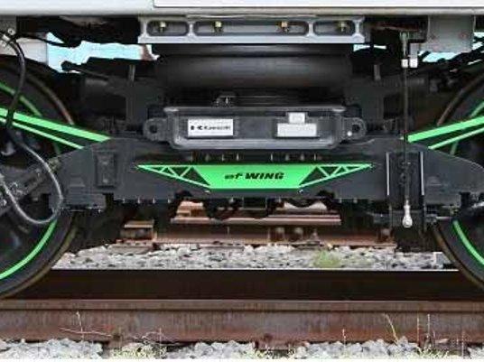 CFRP製バネで軽量化した鉄道車両...