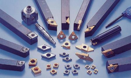 日本特殊陶業が製造する切削工具。顧客の要望に応じて仕様変更する別注品の受注が5割ある