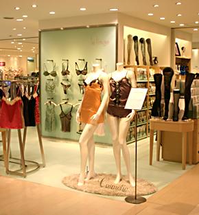 5年ぶりに改装した松屋銀座店の下着売り場「ル ランジェ」。購入頻度の高い...  5年ぶりに改装