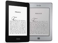 新旧Kindleの比較。左がKindle Paperwhite、右がKindle Touch